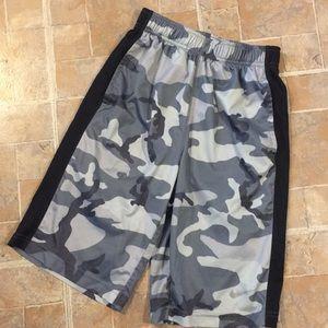 Nike athletic shorts size kids boys large